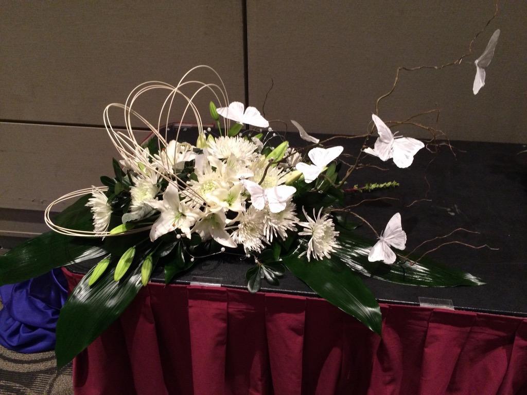 white-floral-centerpiece-2016-glfe.jpg